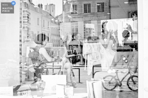 A Landes bride prepares for her wedding in this layered Nouvelle-Aquitaine image with creative urban glass reflections