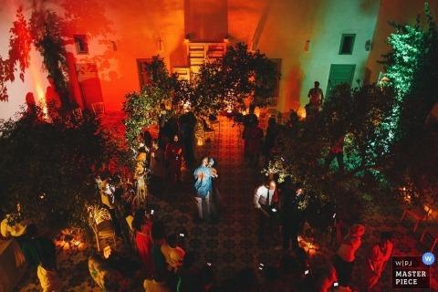 Slowenien Hochzeitsfotograf | Bild enthält: Empfang, Feiern, Gäste, Tanzen, erster Tanz, Braut und Bräutigam, Empfangshalle