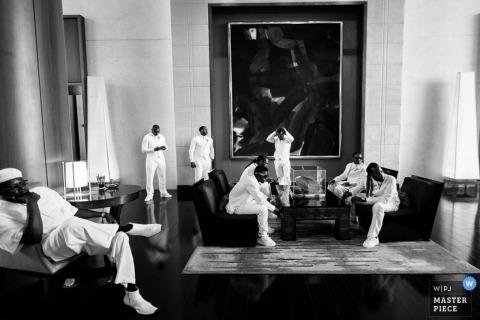 Madison Documentary Wedding Photographer | Obraz zawiera: czarno-biały, pan młody, drużbowie, przygotowujący się
