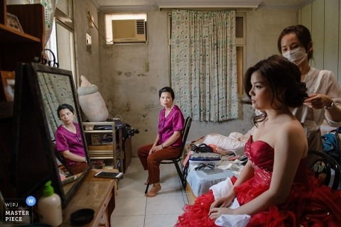Taiwan Documentary Wedding Photographer | Image contains: bridesmaids, getting ready, red dress, make up, mirror, reflection