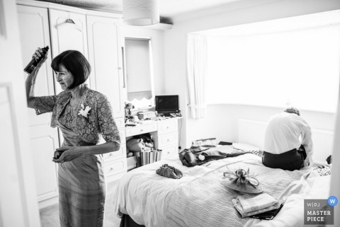 London Wedding Reportage Photos | Image contains: getting ready, hairspray, parents, hotel room, ceremony, black and white