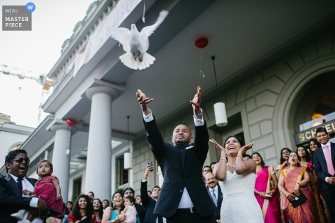 Lower Saxony wedding photographer caught the action in this photo of the bride and groom releasing the dove after the ceremony