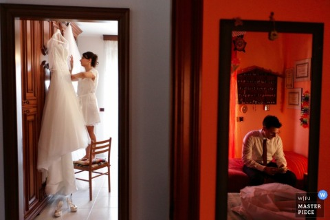 Reggio Calabria bride and groom getting ready for the wedding next to each other - Calabria wedding photo