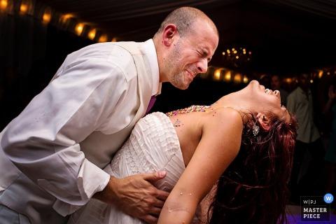 De bruid en de bruidegom van Key West dansen bij de ontvangst - het huwelijksfotografie van Florida