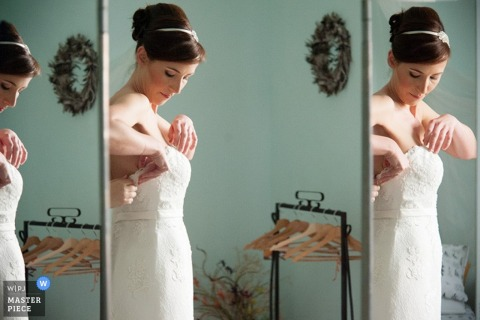 Rome bride fixing her dress in multiple mirrors before the wedding - Lazio wedding photography