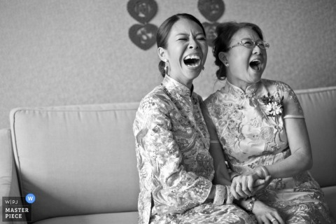 Malacca bridesmaid laugh with each other before the wedding - Malaysia wedding photography