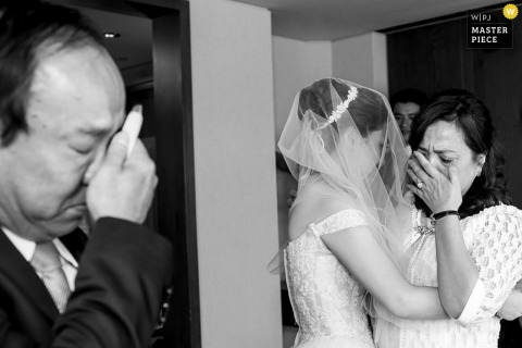 Taipei brides mother and father crying before the wedding - Taiwan wedding photography