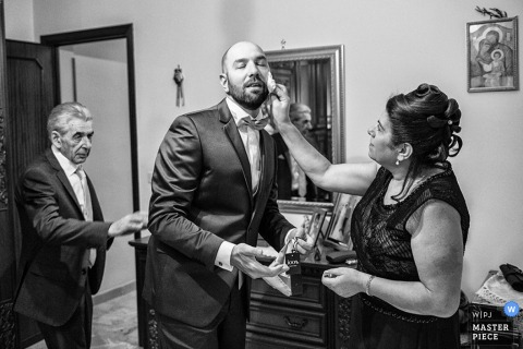 Sicily groom and parents before the wedding - Italy wedding photo