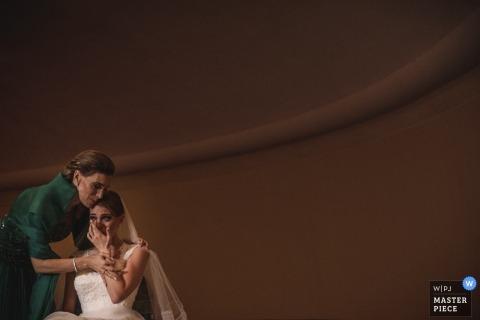 Madrid guest hugging bride at the wedding - Spain wedding photojournalism