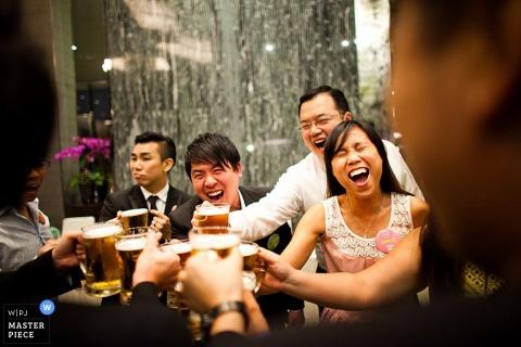 Singapore bridal party enjoying drinks at the reception | Asia wedding photography