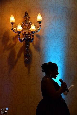 Phoenix maid of honor reads her speech at the reception | Arizona wedding photojournalism