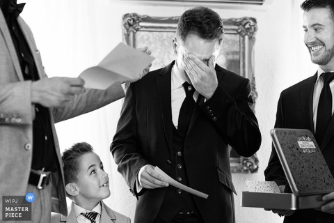 Valencia groom gets emotional while others smile during the ceremony | Spain wedding photography