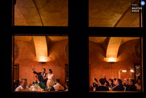 Turin bride and groom make a toast | Piedmont wedding photography