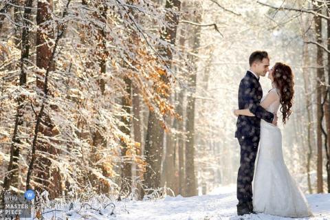 Mielec bride an groom hug in the snow | Podkarpackie wedding photo