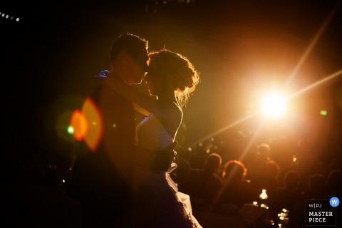 De fotografie van de het huwelijksontvangst van Thessaloniki bestemming | Het paar van Griekenland tijdens hun eerste dans