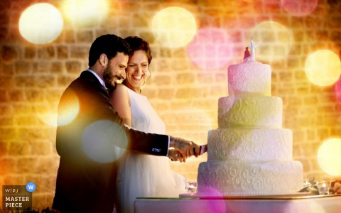 Bari bride and groom cutting the cake together at the reception | Apulia wedding photo