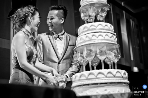 Malacca bride and groom smile at each other as they see the cake | Malaysia wedding photography