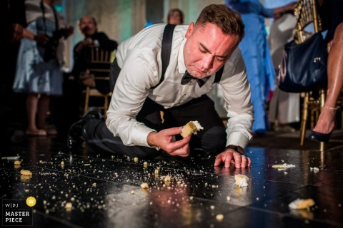 Philadelphia destination wedding reception photograph of a guy eating off the dance floor | Pennsylvania wedding moments