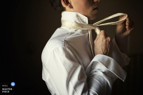 Siena groom getting ready for the wedding | Tuscany wedding photo