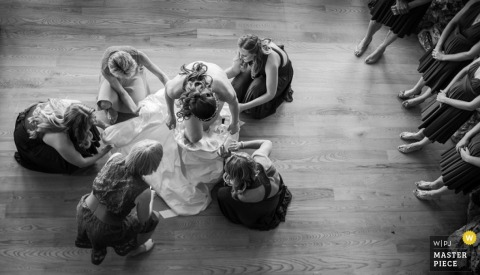 Montana bridesmaids helping the bride with her wedding dress | United States wedding photo
