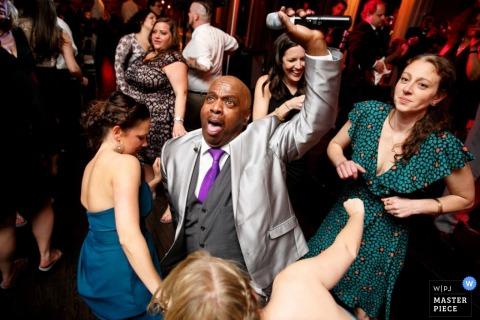 Photo de réception de mariage d'invités dansants par New York - photographe de mariage de Long Island