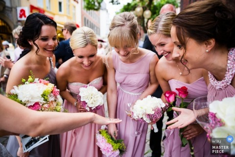 Lower Saxony bridesmaids look at the brides ring after the ceremony | Germany wedding photojournalist