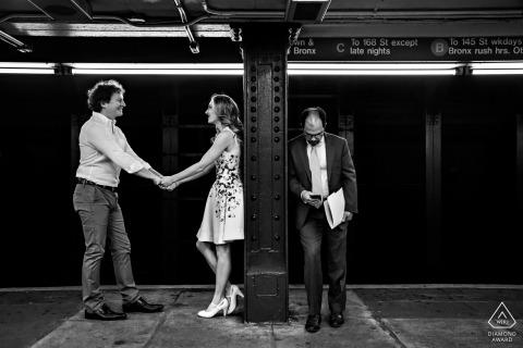 Séance photo d'engagement de Winnipeg dans le métro souterrain.