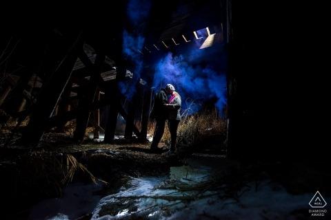 Colorado Engagement Fotograaf voor verlichte portretten 's nachts.