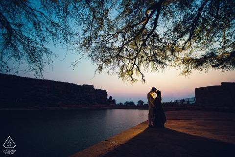 Een avondprewedding fotografie-sessie van een stel | Mumbai huwelijksfotograaf