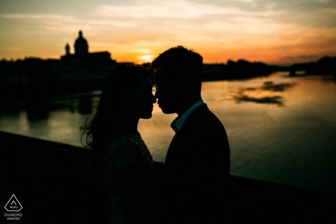 Siena pre-wedding Photographer. Silhouettes and a beautiful sunset for this engaged couple portrait.