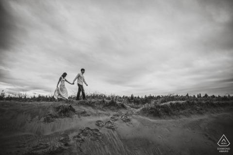 Fotógrafo de compromiso de bodas en blanco y negro de Baltimore | MD Fotografía