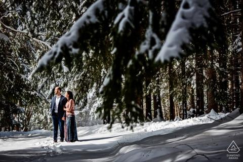 Photographie de fiançailles de mariage dans la neige de Baltimore par un photographe de fiançailles du Maryland