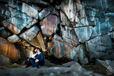 A MN engagement photo shoot session of a couple on the rocks | Minneapolis photographer