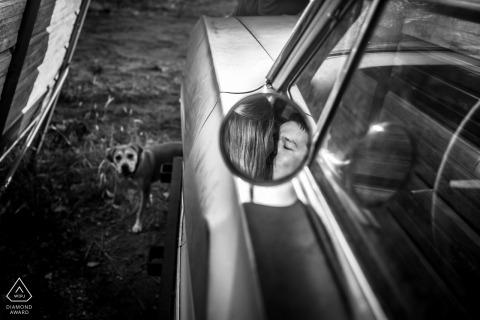 Minneapolis-bestemming huwelijksfotograaf | Minnesota verlovingsessie in een vintage auto