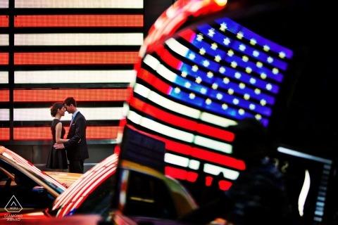 Ontario Engagement Fotograf | USA-Landesflagge verwendet während des Portraits