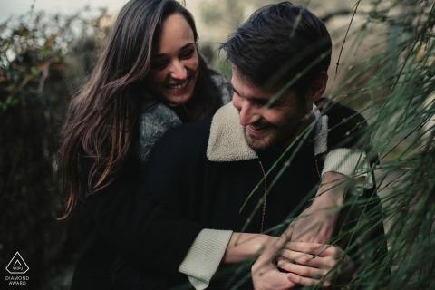 Intime Hochzeit vor der Auvergne-Rhône-Alpes Verlobung mit einem schönen Paar
