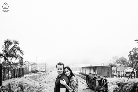Black and white engagement photos in Brazil - this couple poses for a portrait with a low Verizon