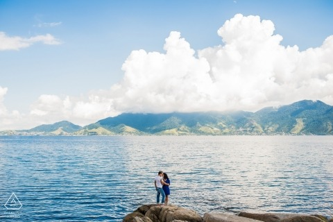 São Paulo Engagement Photographer | Couple poses for portait on the rocks at the ocean