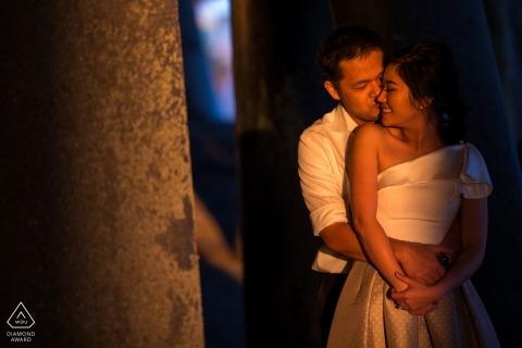 Warmes Los Angeles-Nachmittagslicht wäscht dieses Paar während ihrer Verlobungsporträtsitzung