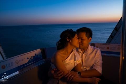 Südkalifornien-Sonnenuntergang-Verlobungsporträt - Strandsitzung mit warmem Licht
