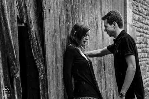 Vendee black-and-white engagement portraits | rustic wood and stone backdrop