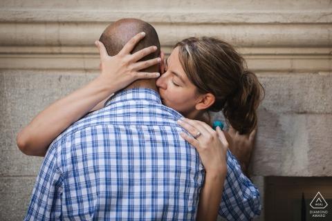 Portrait intime pour un couple nouvellement fiancé à Istanbul en Turquie