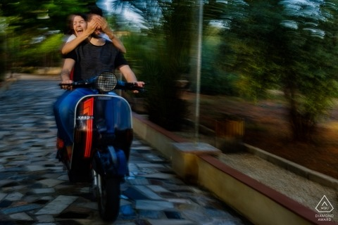 Blinded by love in Valencia | a wild ride on a Vespa scooter during this pre-wedding Photo shoot