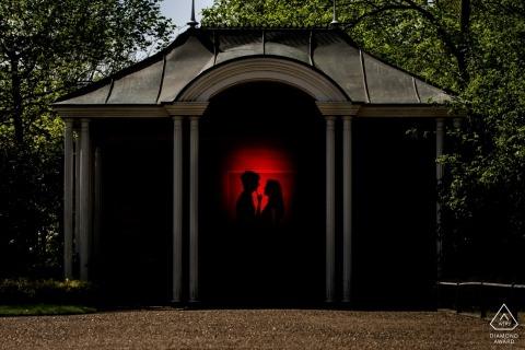 Photographie de portrait de fiançailles en Espagne dans le parc