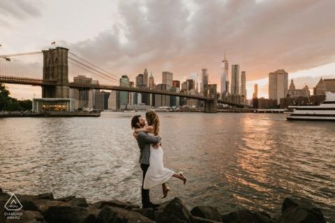 Brooklyn bridge backdrop for engagement photos | new York pre-wedding portraits