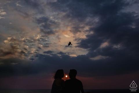 在斯里蘭卡的這次日落參與會議期間,一隻獨行鳥飛過頭頂