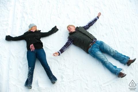 Minneapolis winter Snow Anioł portret zaręczynowy z tej pary zdjęć z góry