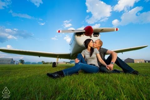 Para lotnicza z Minnesoty ma portret zaręczynowy stworzony za pomocą swojego samolotu