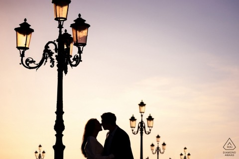 engagement photographer | venice shoot with street lamps