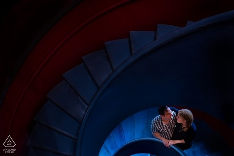 Spiral stairs in blue are ideal for this Biscay pre-wedding portrait session
